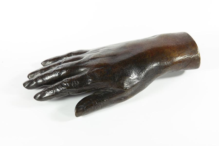 巴爾札克手的雕像