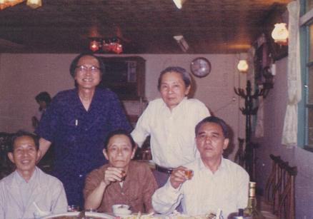 1981,「益狀會」成員。(後排右鍾肇政。前排左一龍瑛宗,右一王旭雄,後排左郭啟賢。)