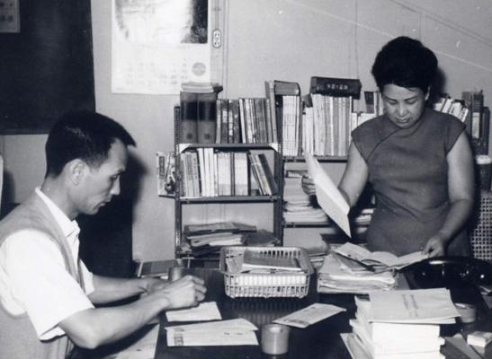純文學出版社辦公室工作情形