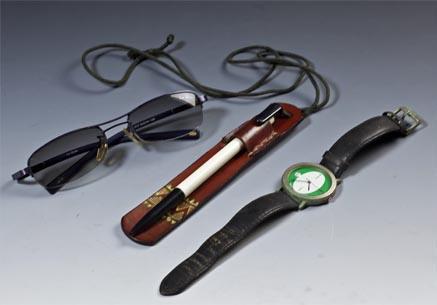 眼鏡、手錶、筆袋