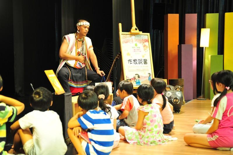作家說書:8/7 乜寇‧索克魯曼:《奶奶伊布的豆子故事》+布農傳統歌舞+DIY