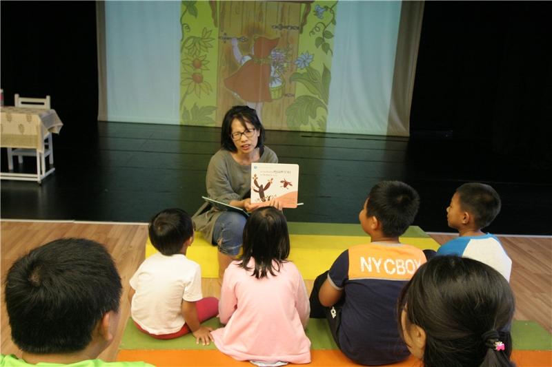 11/26朱靜容老師「敲敲鄰居家的門--看看東南亞繪本」