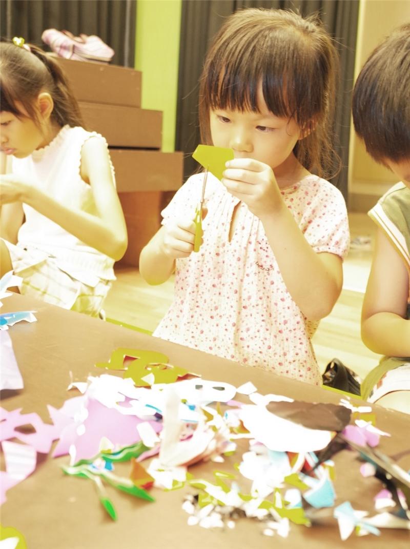 童詩童謠創作坊:7/26 夏夏:用剪刀畫畫