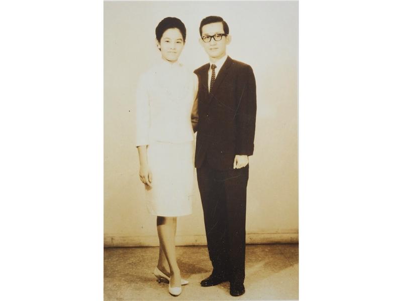 <p>◆與廣東新會陳竺筠女士成婚。 <br />◆赴美布法洛城紐約州立大學研究一年。</p> <p>&nbsp;</p> <p>(註:照片藏於國立臺灣大學圖書館;1969年與陳竺筠公證結婚)</p>